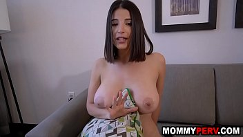Video porn hot Son helping out his horny mom after peeping on her masturbate Mp4 online