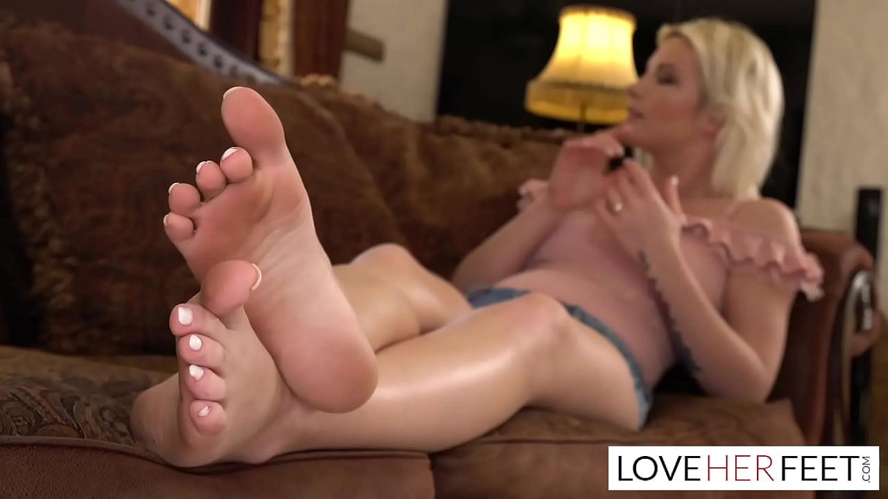 Zazie Skymms Friend Wants To Lick Her Dirty Sexy Feet