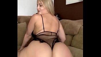 Pretty Alexis Texas masturbating