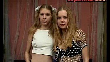 2 teenagers friends nude on cam