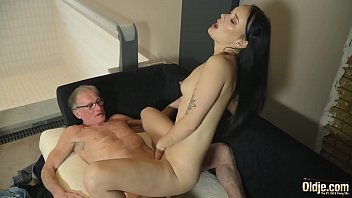 Old man cums in young girlfriends mouth she likes to get fucked hardcore