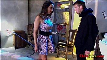 mujer tiene encerrado a su vecino en su sotano para poder tocarlo y chuparle su verga y ella poder m