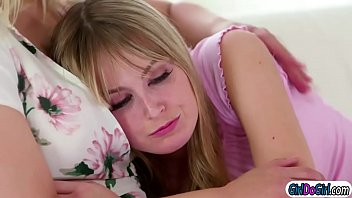 Nonton New Busty Stepmom Sarah Vandella Has To Deal With Spoiled Brat Scarlett Sage.turns Out Scarlett Just Wanted To Have Sex With Her.they Start Kissing And Sarah Is Facesitted By Her Stepteen.but Sarah Wants To Cum As Well And Facesits The Brat