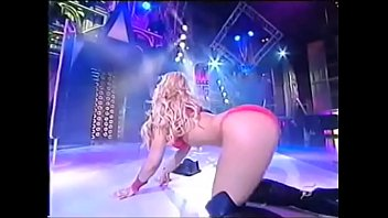 Daniela Blume going completely naked in television program Cronicas Marcianas