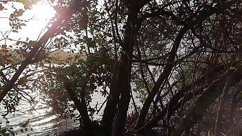 Chupando pau na areia do Lago