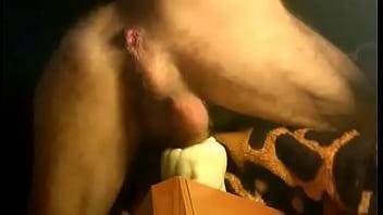 Masturbazione con la figa di silicone e sborrata finale