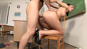 Biology teacher Aliz makes  tendinous cleanup man to drill her on the desk