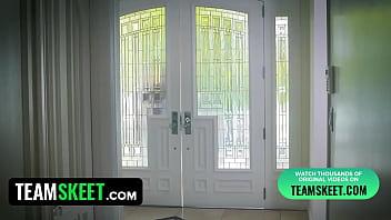 Hot Ebony MILF Jasmine De Leon Has Sex With Daughters Guy
