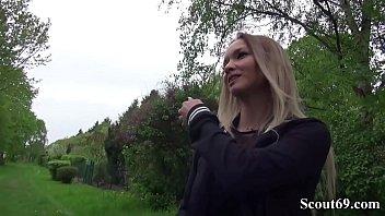 Geile Sau Monika Famous bei Casting fuer extra Taschengeld gefickt