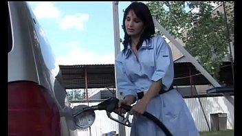 La benzinaia ha fatto il pieno (Film Completo)