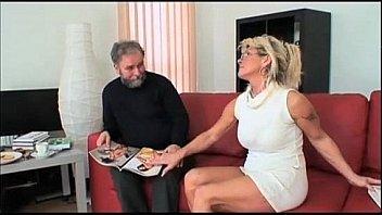 ITALIAN GRANNY - Nonna troia fa pompino