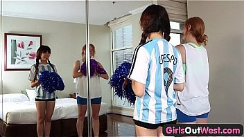 Amateur lesbian fingering and squirting