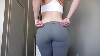 mamasita en leggins grises