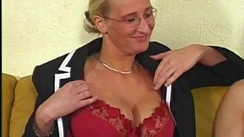Estelleandfriends: Kathleen White Milf blonde aux gros seins naturels enculée et inondée de foutre !