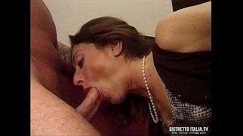 L'assicuratrice si fa pagare le scadenze annuali con un bel cazzo nel culo