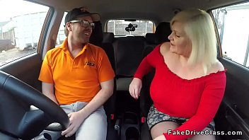 Fake driving school instructor licks pussy to fat blonde mature student