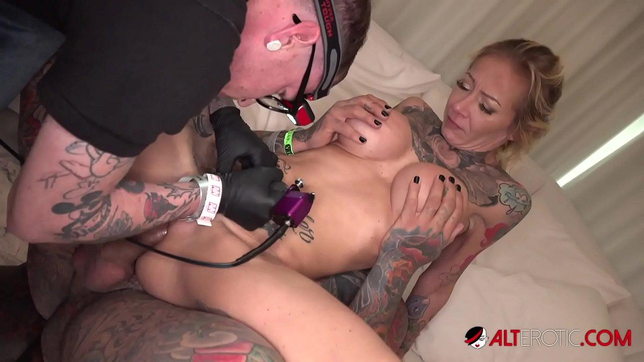 On pussy tattoo a Super Sexy