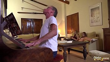 2 blondes fuck an old guy in the same time spit cum in each other mouths