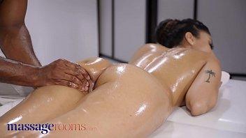 Massage Rooms Black stud gives Indian babe Marina Maya huge facial