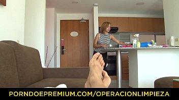 OPERACION LIMPIEZA - Young innocent latina maid Julia Garcia fucks client