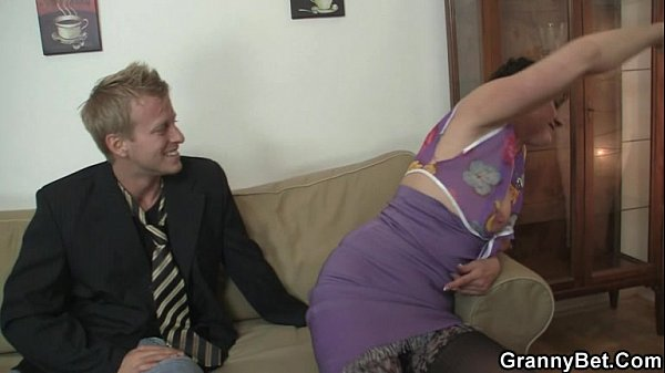 Bbw jumps on his horny meat