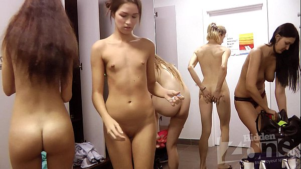 girl lockeroom voyeur