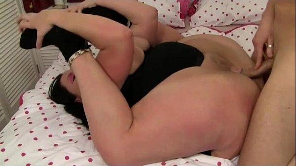 Flexi bbw contortionist gets stretched