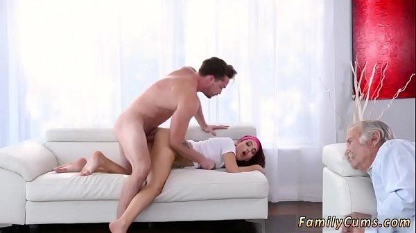 Femme premier anal sexe