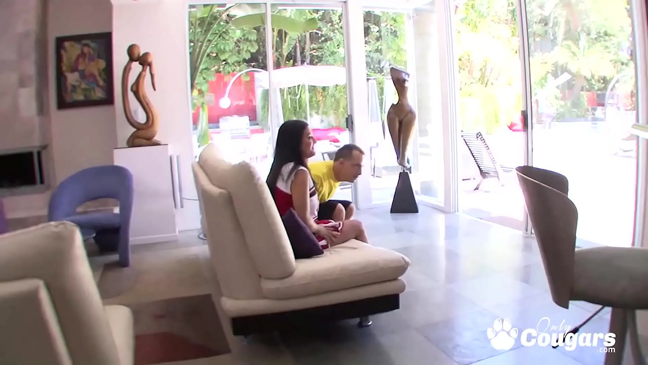 Cheerleader May Lee Lets A Much Older Man Put It In Her Butt