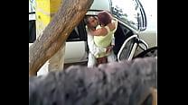 amantes fajando en plena calle صورة
