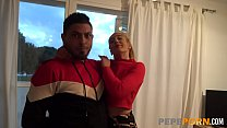 Swinger couple have their first threesome with ...