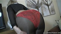 Sexy ass wife in seamed pantyhose & panty缩略图