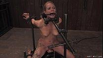 Master Matt Williams binds sexy blonde slave in...