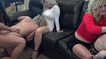 Slutty amateur swinger housewives blowing and f...
