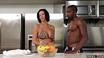 Stepmom Veronica Avluv asked Isiah to let her t...