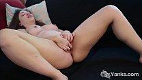 Busty amateur babe from Yanks Amber masturbatin...