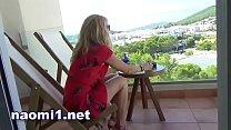 sex en public sur le balcon de l'hotel