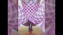 Ebony babe twerking in pink fishnets صورة