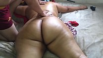 Hot chubby enjoys naked massage at her in-laws' house while they touch her naked in front of the masseuse. صورة