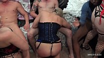 Amateur swingers in sexy lingerie sucking and f...
