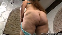 Latina BBW milf Rosaly lowers her panties and l...