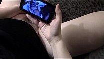 mulher se masturbando assistindo pelo celular - mulheresgozando.com.br Thumbnail