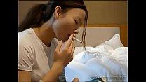 Chinesisches College-Mädchen lutscht einen Schw...