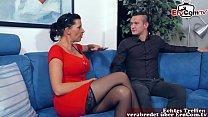 Deutsche brunette milf mit schönen brüsten fick...