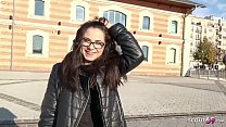 GERMAN SCOUT - Junge Maus nach der Schule in de...