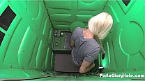 Porta Gloryhole Blonde milf swallowing stranger...