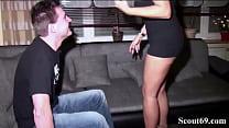Watch Mann kommt früher nach Hause und erwischt seine Alte mit Nachbarsjungen beim Sex und fickt sie mit im Dreier preview