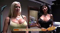 Angelika Baj e Victoria Wild shoot's Thumb