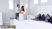 Manager surprised by hot Milf in office صورة