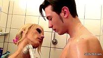 Watch Geile Stief-Mutter fickt ihren Bubi Stief-Sohn in der Dusche preview